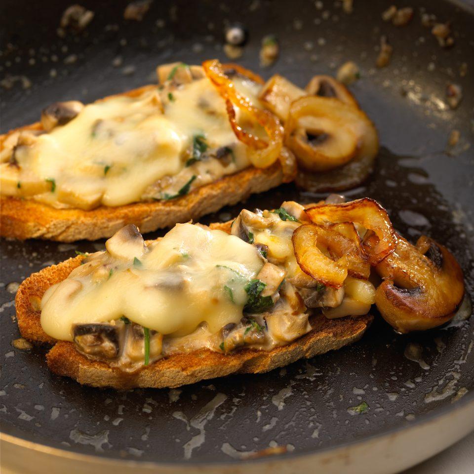 Bruschetta, champignons à la raclette