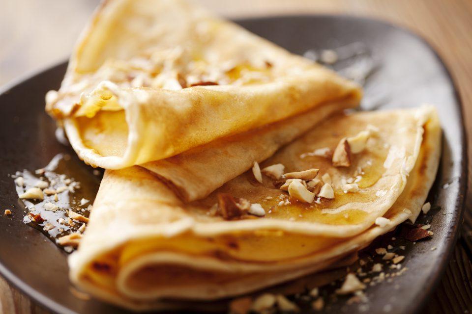 crêpes au miel et noix grillées