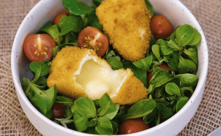 Salade de camembert pané