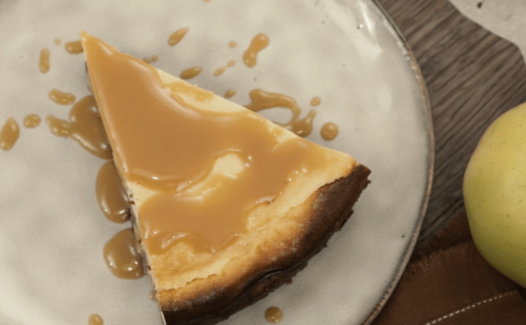 Cheesecake spéculoos, pommes à la cannelle et vanille